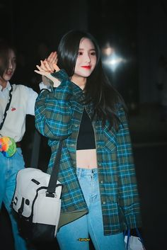 K-Pop Babe Pics – Photos of every single female singer in Korean Pop Music (K-Pop) South Korean Girls, Korean Girl Groups, Loona Kim Lip, All Black Looks, Plaid Outfits, Casual Outfits, Asian Babies, Olivia Hye, Girl Bands