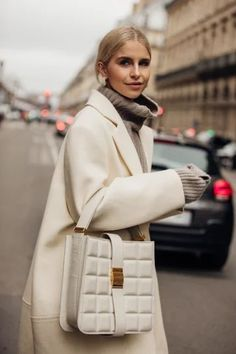 London Fashion Weeks, Fashion Week Paris, Paris Street Fashion, Winter Fashion, London Street, Holiday Fashion, Seoul Fashion, Tokyo Fashion, India Fashion