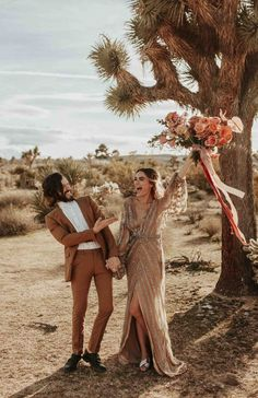 Wedding Pics This Rose Gold Joshua Tree Wedding Inspiration is Like a Boho Glam Fever Dream - This Joshua Tree wedding has the most perfect boho glam details that will have you swooning! Karra Leigh Photo captured the wedding inspiration. Elope Wedding, Boho Wedding Dress, Wedding Attire, Wedding Tips, Wedding Bells, Fall Wedding, Dream Wedding, Rose Gold Wedding Dress, Wedding Planning
