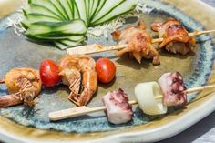 """O Kaizen Japanese Food lança o Estação Robata para quem consumir o Festival Japonês, entre os dias 25 a 28 de fevereiro. Robata (que vem de """"em torno do fogo"""" em japonês) é uma forma de churrasco o…"""