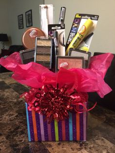 New Makeup Diy Gifts Basket Ideas Cute Birthday Gift, Diy Birthday, Valentine Gifts, Holiday Gifts, Christmas Gifts, Makeup Bouquet Gift, Gifts For Girls, Gifts For Wife, Homemade Gifts