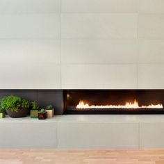 Paloform's modern concrete tiles are a transformative surfacing medium. They are perfect for modern fireplace design, but their applications go far beyond. Concrete Fireplace, Concrete Tiles, Modern Fireplace, Fireplace Design, Fireplace Gallery, Large Format, Fireplace Surrounds, Wall Tiles, Architecture