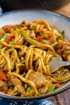 Syn Free Chicken Singapore Noodles Slimming World is part of Slimming world recipes syn free - This recipe is dairy free, Slimming World and Weight Watchers friendly Extra Easy syn Free per serving WW Smart Points syn free per serving Slimming World Fakeaway, Slimming World Dinners, Slimming Eats, Slimming World Noodles, Slimming World Lunch Ideas, Slimming World Stir Fry, Slimming World Curry, Slimming World Free Foods, Slimming World Diet Plan