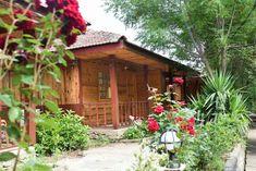 ANTALYA köprülü kanyon bölgesinde konaklamak için en ideal konaklama seçeneklerinin arasında ilk sırada bungalov evlerde konaklama gelmektedir. Aileniz ve sevdiklerinizle doğa evlerinde ferah ve huzurlu bir tatil için bizi arayınız. Antalya, Turu, Extreme Sports, Rafting, Gazebo, Outdoor Structures, Cabin, House Styles, Home Decor