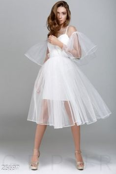 Is this a wedding dress? Dress Outfits, Fashion Dresses, Dress Up, Fashion Blouses, Jeans Fashion, Dress Casual, Dress Lace, Fashion Shoes, Pretty Dresses