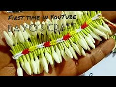 New modulation in Pinnall Jadai method Leaf Flowers, Simple Flowers, Diy Flowers, Crochet Flowers, Flower Rangoli, Flower Garlands, Flower Decorations, How To Make Garland, Diy Garland