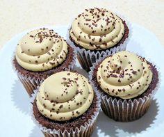 Se você ama cupcakes, você deve experimentar essa receita incrível de cupcake com cobertura de chocolate branco. Você não sabe o…
