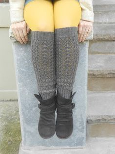 Blue Betty: Free Knitting Pattern: Lace Legs - Casting on now