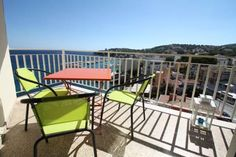 Apartment San Agustin Palma Palma de Mallorca Located 500 metres from Cala Major Beach in Palma de Mallorca, this air-conditioned apartment features free WiFi. Guests benefit from balcony.  An oven and a microwave can be found in the kitchen. A TV is offered.  Palma Yacht Club is 3.