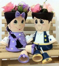 Casal de bonecos em vasos de cerâmica. Impermeabilizados com verniz ultra violeta, prontos para plantar. Excelentes para decorar sua casa e jardim ou presentear alguém especial. Preço por boneco