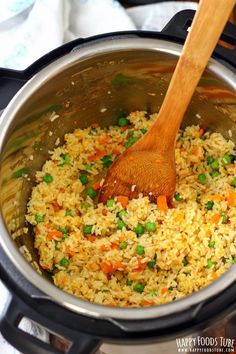 This Instant Pot fried rice is quick and easy pressure cooker recipe. Simple ingredients, easy preparation and great flavors! Rice Instant Pot Recipe, Instant Pot Dinner Recipes, Instant Pot Chinese Recipes, Rice Recipes, Crockpot Recipes, Cooking Recipes, Recipies, Easy Cooking, Instapot Vegetarian Recipes
