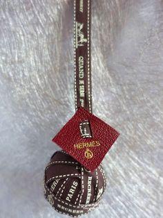 Pompom Bag Charm made of Hermès petit h Bolduc Ribbon / Anhänger -size 4 (10) von HappyFace313 auf Etsy