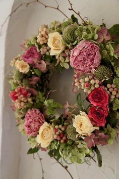 Blueberrybucket - Lilly is Love Wreath Crafts, Diy Wreath, Door Wreaths, Deco Floral, Summer Wreath, Holiday Wreaths, How To Make Wreaths, Spring Flowers, Dried Flowers