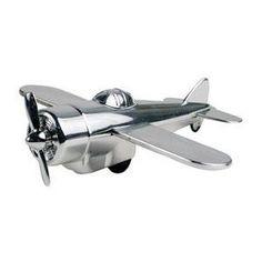 Kikkerland's silver airplane