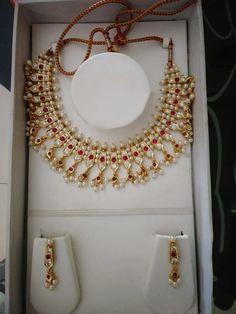 Chinchpeti traditional Maharashtrian jewellary... 24k Gold Jewelry, Gold Jewellery Design, Stone Jewelry, Pearl Jewelry, Indian Jewelry, Jewelry Art, Wedding Jewelry, Antique Jewellery, Pearl Necklace