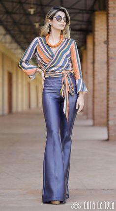 Anti-aging fashion: The trend of diagonal stripes ⋆ Facing the Sea - Women Fashion 2020, Look Fashion, Womens Fashion, Fashion Trends, Classy Outfits, Chic Outfits, Look Office, Vetement Fashion, Look Chic