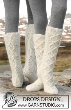 Aran Dance / DROPS – Free knitting patterns by DROPS Design - handschuhe sitricken Crochet Socks, Knitted Slippers, Knitted Gloves, Knitting Socks, Knit Crochet, Drops Design, Knitting Patterns Free, Free Knitting, Free Pattern