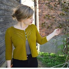 A beautiful finished Islay Cardigan from @prettoemma  #IslayKAL by gudrunjohnston