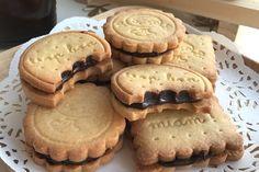 Çikolata kremalı sandviç bisküviler