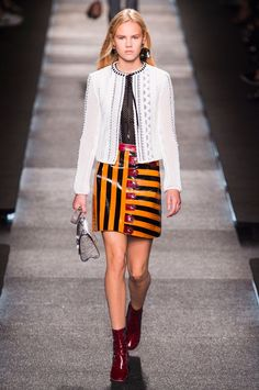 Fashion Show: Louis Vuitton Spring Summer 2015