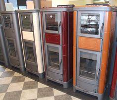 Tehtaan showroomin mallitakkojen värisävyt. Kerma, viininpun ja ruskea. Kermit, Wall Oven, Showroom, Kitchen Appliances, Home, Diy Kitchen Appliances, Home Appliances, Ad Home, Homes