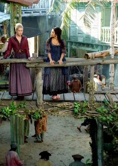 Hannah New & Jessica Parker Kennedy in 'Black Sails' (2014).