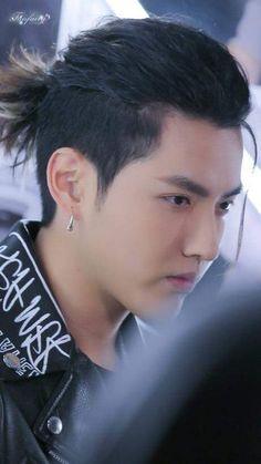 Cr.Fanfairy Cool Hairstyles For Men, Haircuts For Men, Aesthetics Tumblr, Kris Exo, Wu Yi Fan, Kim Junmyeon, Jackie Chan, China, Yixing