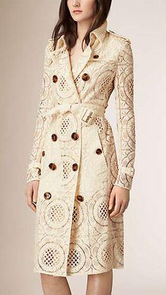 Trench-coat en dentelle anglaise florale