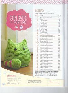 Este é o Bóris II gato peso de porta. Fiz nas mesmas cores, porém sem a bola de isopor. Com enchimento de fibra de silicone e...