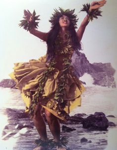 Traditional Hawaiian Hula, very different from Tahiti's Hula, more graceful and no shaking of the hips, also the garments are totally different. Hawaiian Girls, Hawaiian Dancers, Hawaiian Art, Hawaiian Tattoo, Polynesian Girls, Polynesian Dance, Polynesian Culture, Aloha Hawaii, Hawaii Travel