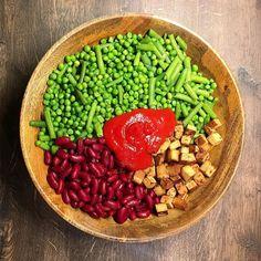 #tb zum gestrigen Abendessen  Ich werde jetzt die nächsten 2 Wochen auf 2200kcal runter gehen das wird hart  aber ist auch machbar! Die Gewichte werden beim Training natürlich weitestgehend gehalten! Danach geht es dann mit den Kalorien schrittweise wieder hoch BESUCH MICH AUF: http://ift.tt/1RAalzE  Snapchat: Vegception  http://ift.tt/1Og5108  für mehr Motivation und Tipps!  . #veganfitness #veganbodybuilding #veganprotein #bodybuilding #naturalbodybuilding #vegan #veganism #diet #nutrition…
