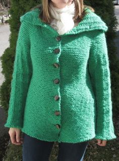 Different expressions through choice of yarn. The question is what need the garment is meant to cover. Super Bulky Yarn, Yarn Inspiration, Green Cardigan, Different, Aud, Stitch, Fabric, Pattern, Sweaters