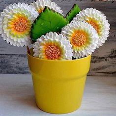 Отличное дополнение к основному подарку, а так же альтернатива живым цветам. Хотя, я тааак люблю цветы, что не оказалась бы и от того, и от другого, и от третьего. И от таблеток от жадности, я бы тоже не отказалась