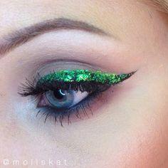 green glitter eyeliner makeup idea
