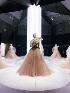 Hogwarts, Kylie, Palais Galliera, Christian Dior Designer, Fashion Design Portfolio, Dress Rental, Engagement Dresses, Clothes Pictures, Student Fashion
