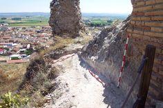 Lienzo al sur de la puerta de acceso al castillo de Alfajarín (Zaragoza) y arranque de torreón. Intervención de 2013