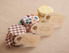 regalo mermelada 7 ideas para personalizar tu boda con sellos  via BodaBella.es