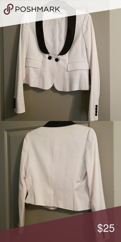 Cropped Tuxedo Jacket Club Monaco, white jacket with lapel collar. 52% Viscose, 42% Cotton, 3% Spandex, lined Club Monaco Jackets & Coats Blazers