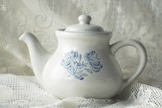 Now available! This GORGEOUS Pfaltzgraff Yorktowne teapot!  The teapot holds about 6 cups of tea and is made of heat-retaining stoneware! It's in excellent condition and listed at $19  See our listing for more photos and details!  #Vintage #Etsy #Retro #Teapot #Pfatlzgraff #TeaTime #VintageTeapot #EtsyFinds #EtsyLove #EtsyVintage #EtsyShop #EtsySeller #InstaShop #InstaLove #InstaPic #NoFilter #EtsySale #EtsySeller #VintageLove #VintageGold #EtsyGold #VintageTea #TeaSet