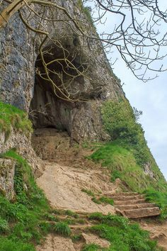Thor's Cave, inspiration for Ares Cave Places To Visit Uk, Places To Travel, Peak District, English Countryside, Abandoned Places, Day Trips, Travel Inspiration, Beautiful Places, Amazing