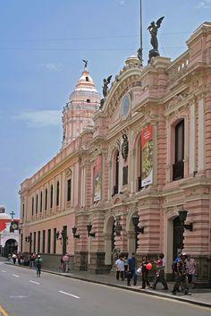 Edificio de Correos y Torre de Santo Domingo. Calle del Correo. Lima.