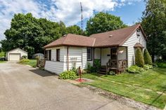 Home for sale at 2855 Prince William St, Lincoln, ON L0R 1S0. $414,900, Listing # X4580309. See homes for sale information, school districts, neighborhoods in Lincoln. Vinyl Siding Styles, Forced Air Heating, Safe Neighborhood, Photo Maps, Master Room, Starter Home, First Time Home Buyers, School District, Window Coverings