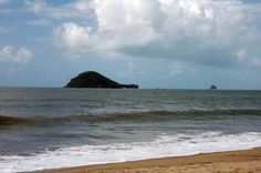 Sea at Port Douglas. Copyright Nicolae Fieraru, www.centaminute.com