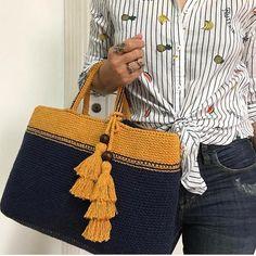 Best 12 Ostaja, jossa on nahkaisen pohjapussin virkkaus – Artofit – SkillOfKing. Crochet Wallet, Crochet Backpack, Backpack Pattern, Crochet Tote, Crochet Handbags, Crochet Purses, Knit Crochet, Crochet Shell Stitch, Big Knits