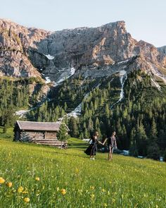Hiking in the Dolomites in Italy. Follow us at @northabroad on Instagram for travel inspiration, tips and more from our lives as digital nomads. #italy #dolomites #europe #travel Europe Travel Guide, Italy Travel, Travel Guides, Digital Nomad, Travel Goals, Beautiful Beaches, Aesthetic Pictures, Trekking, Travel Inspiration