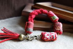 Red and green have to be seen by Nathalie and Jade on Etsy