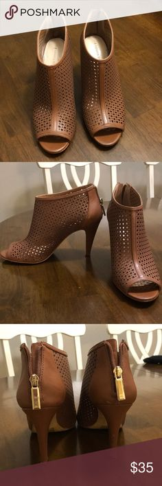 """BANANA REPUBLIC lt brown open toed ankle booties 8 Banana Republic open toed ankle booties, 3"""" heel. Size 8. GREAT CONDITION Banana Republic Shoes Ankle Boots & Booties"""