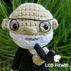 SIGMUND FREUD by Los Fuwis-muñecos tejidos-