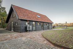 Luxe kantoorschuur   Wesselshoek Cabin, House Styles, Home Decor, Garden, Lush, Decoration Home, Room Decor, Cabins, Lawn And Garden