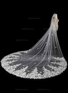 [US$ 74.99] One-tier Lace Applique Edge Cathedral Bridal Veils With Applique/Lace (006118482)